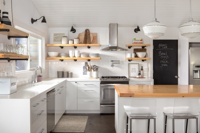 Kitchen With Open Storage And Mix And Match Color Scheme: Kitchen Conundrum: Upper Cabinets, Open Shelves Or Space